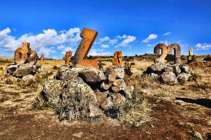 Памятник армянскому алфавиту